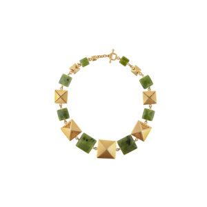 Collar dorado corto de piezas cuadradas y jade Canadiense, inspirado en los chumbes de los Inga de Putumayo.