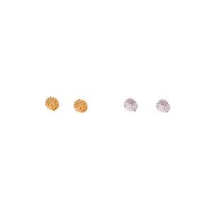 dos pares de topos compuestos de pequeñas esferas en plata y plata con baño de oro,Parte de la Colección 7 de Aysha Bilgrami Joyeria