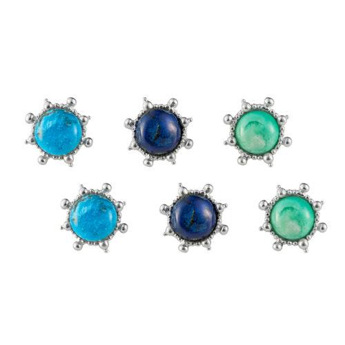 tres pares de topos con diferentes piedras semi preciosas en diferentes tonos de azules, Parte de la Colección 8 de Aysha Bilgrami Joyeria