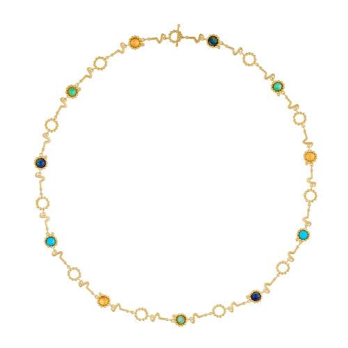 Este collar multicolor dorado puede ser usado de cuatro diferentes maneras: largo, doble, pulsera de varias vueltas y cinturón. Este collar hace parte de la Colección No.8, una colección inspirada en la forma de los sonidos de las vocales en diferentes idiomas.Parte de la Colección No.8 de Aysha Bilgrami Joyeria