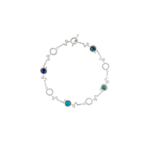 collar corto en plata con piedras semi preciosas inspirado en la forma de los sonidos de las vocales en diferentes idiomas. Parte de la Colección No.8 de Aysha Bilgrami Joyeria