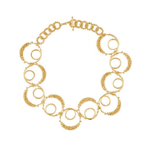 collar dorado inspirado por la forma del sonido de la vocal 'O' de los alfabetos español y ruso. Parte de la Colección No.7 de Aysha Bilgrami Joyeria