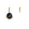 Mini candongas doradas piramidales, con un  dije redondo azul de azurita malaquita. Parte de la Colección No.8 de Aysha Bilgrami Joyeria